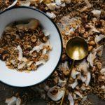 Zelfgemaakte granola met minder suiker