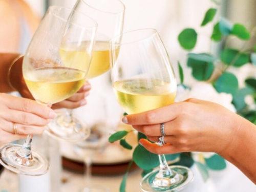 waarom vinden we alcohol drinken zo normaal